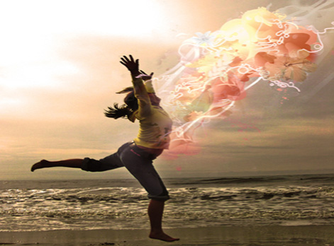 Woman running on the beach after having Psychosomatic Therapy and Mind/Body Healing